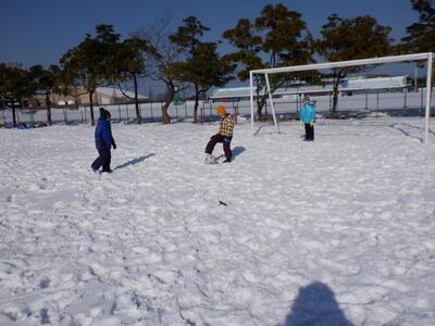 雪上サッカーって難しいな